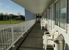 Aurora Borealis Motel - Saint Ignace - Balkon