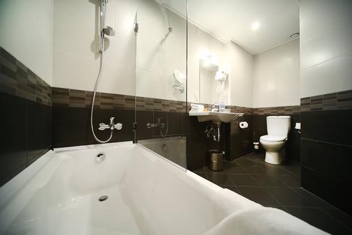 Tskaltubo Plaza Hotel & Resort - Tsqaltubo - Bathroom