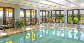 Capes Hotel - Virginia Beach - Piscina