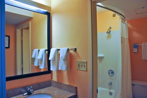 Red Lion Inn & Suites Dayton - Dayton - Bathroom