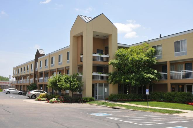 Red Lion Inn & Suites Dayton Airport - Dayton - Rakennus