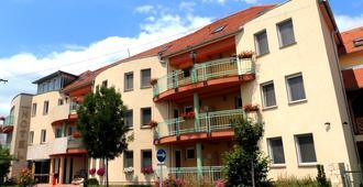 Hotel Makar Sport & Wellness - Fünfkirchen - Gebäude