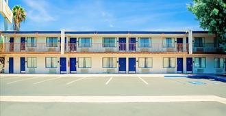 Quality Inn and Suites Buena Park Anaheim - Buena Park - Building