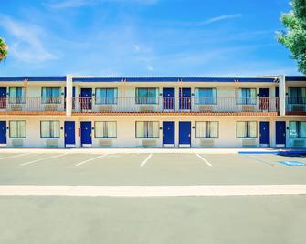 Quality Inn and Suites Buena Park Anaheim - Буена-Парк - Building