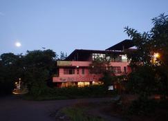 Biohostal Mindo Cloud Forest - Mindo - Edificio