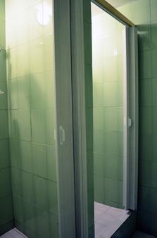 Hostels Rus - Petrovka - Moscow - Bathroom