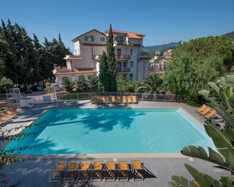 Residence Oleandro - Pietra Ligure - Pool