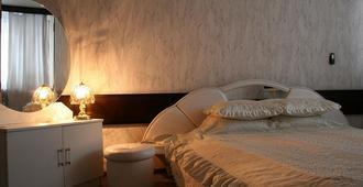考斯莫斯飯店 - 基希訥烏 - 臥室