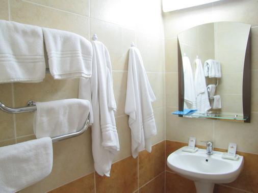 Hotel Cosmos - Chisinau - Bathroom