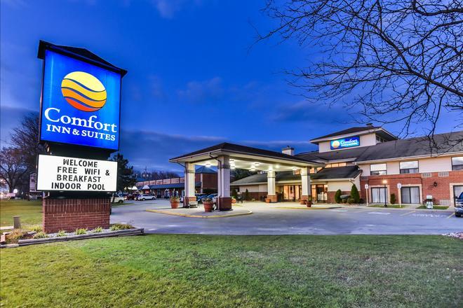 Comfort Inn & Suites Ambassador Bridge - Windsor - Edificio