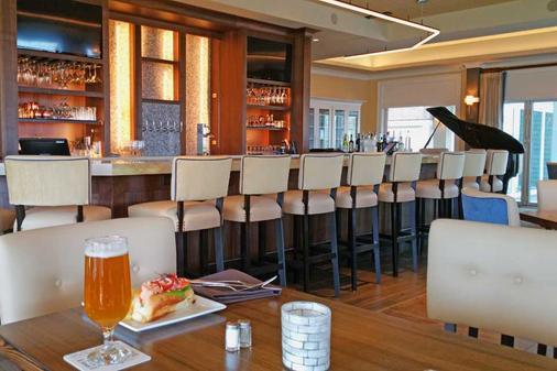 Stage Neck Inn - York Harbor - Bar