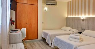 Hotel Los Angeles - Figueres - Schlafzimmer