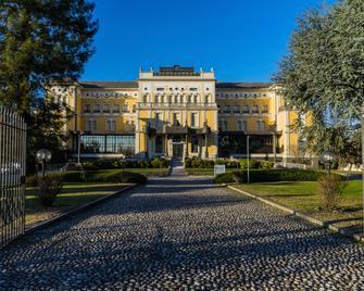 Hotel Villa Malpensa - Vizzola Ticino - Building