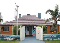 Dolphin Retreat Bunbury - Bunbury - Building