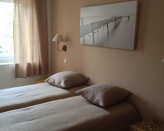 Logis Hôtel La Clé Des Songes - Пєррфе-дю-Вар - Bedroom