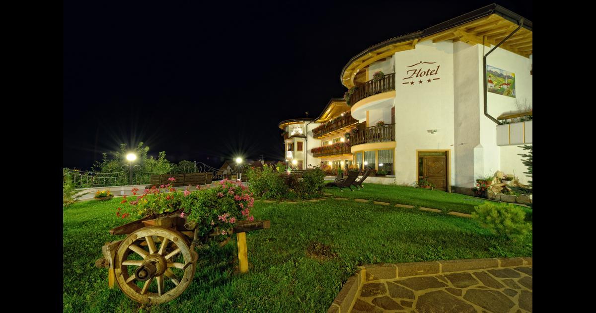 Blumenhotel Belsoggiorno ab CHF 59 (C̶H̶F̶ ̶1̶0̶7̶). Malosco Hotels ...