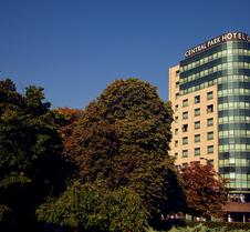 Rosslyn Central Park Hotel
