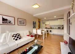 Bilbao Apartamentos Atxuri - Bilbao - Wohnzimmer