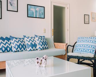 Lemar Apartments - Колонья Сант Джордін - Living room