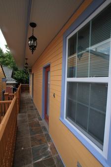 India House Hostel - New Orleans - Balcony
