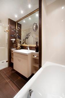 Hotel Schlosskrone - Füssen - Bathroom