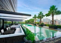 曼谷素坤逸路假日酒店 - 曼谷 - 游泳池