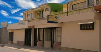 Bamboo Aparthotel Aeropuerto - Alajuela