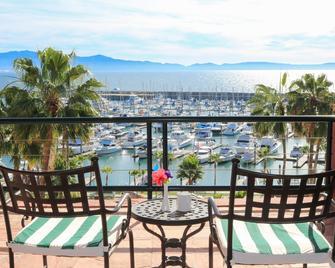 Hotel Coral And Marina - Enseada - Varanda