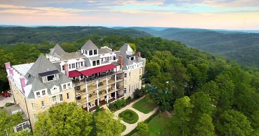 1886 Crescent Hotel and Spa - Eureka Springs - Building