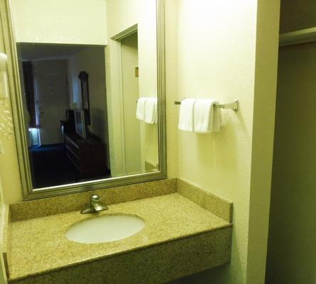 Red Roof Inn Fredericksburg South - Fredericksburg - Phòng tắm