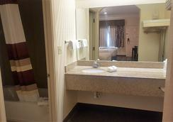 Red Roof Inn & Suites Houston - Humble/Iah Airport - Humble - Phòng tắm