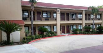 Red Roof Inn & Suites Houston - Humble/Iah Airport - Humble - Toà nhà