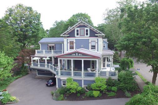 Chesley Road Bed and Breakfast - Newton - Building