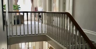 Somerton Lodge Hotel - Shanklin - Cầu thang