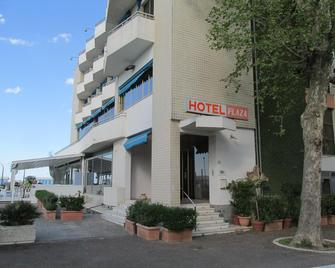 Hotel Plaza - Фано - Building