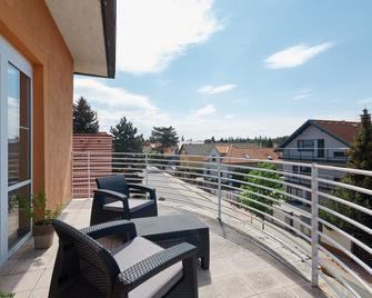 Hotel Tulipan Pruhonice - Pruhonice - Balkon