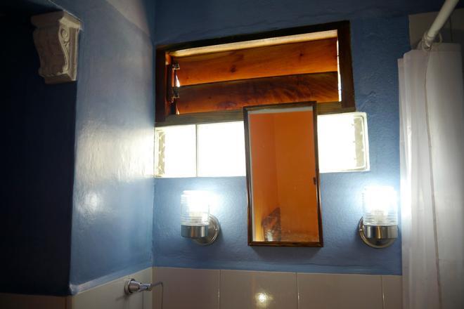 Casa Giulia - Havana - Bathroom