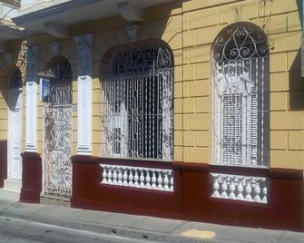 Casa Amanecer - Santiago de Cuba - Edificio