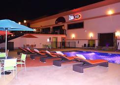 Lux Hotel & Spa, Trademark Collection by Wyndham - Arlington - Uima-allas