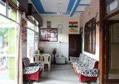 Friends Guest House And Hostel - Āgra - Lounge