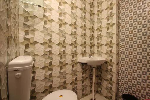Friends Guest House And Hostel - Āgra - Bathroom