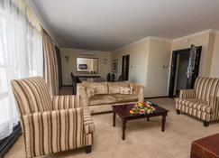 Sunbird Mount Soche Hotel - Blantyre - Living room