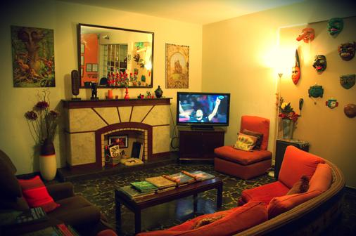 Casa Wayra Bed & Breakfast Miraflores - Lima - Living room