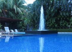 Hotel Coco Palms - Coco - Piscina