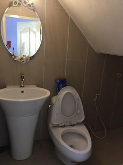 Life Hostel Bangkok - Bangkok - Bathroom