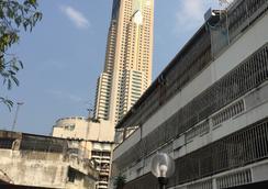 Life Hostel Bangkok - Bangkok - Outdoors view