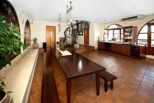 Giorgi's Blue Apartments - Kalathas - Hallway