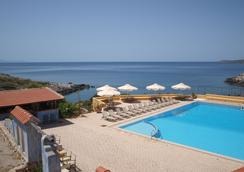 Giorgi's Blue Apartments - Kalathas - Pool