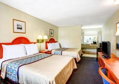 Days Inn by Wyndham Chesapeake - Chesapeake - Bedroom