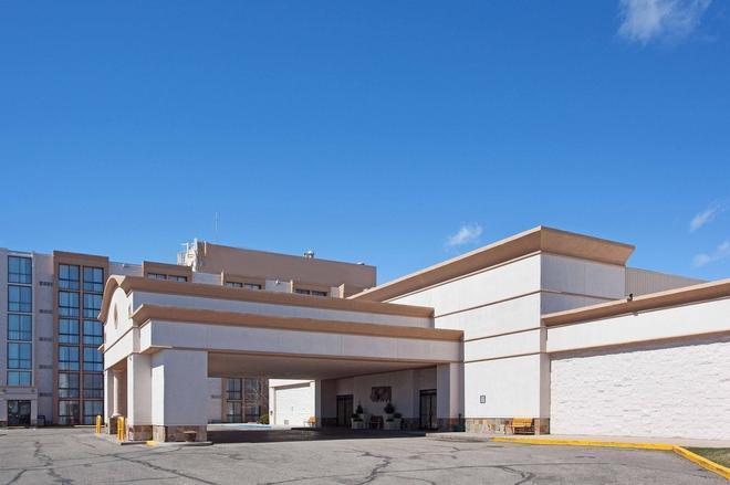 Red Lion Hotel & Conference Center Cheyenne - Cheyenne - Building